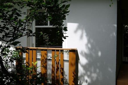 58m² apartment - quiet + cozy place, free parking - 格拉茨
