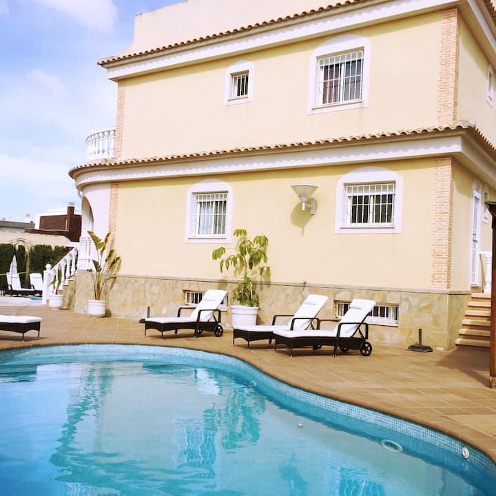 Beach&Golf Luxury 3 Bed Villa pool, BBQ, WIFI TV