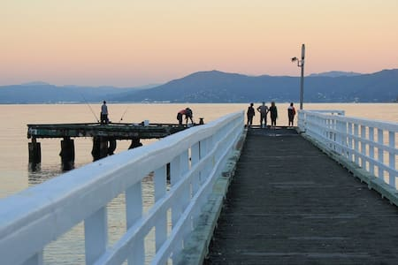 Airport & Coastal Walks with easy City access