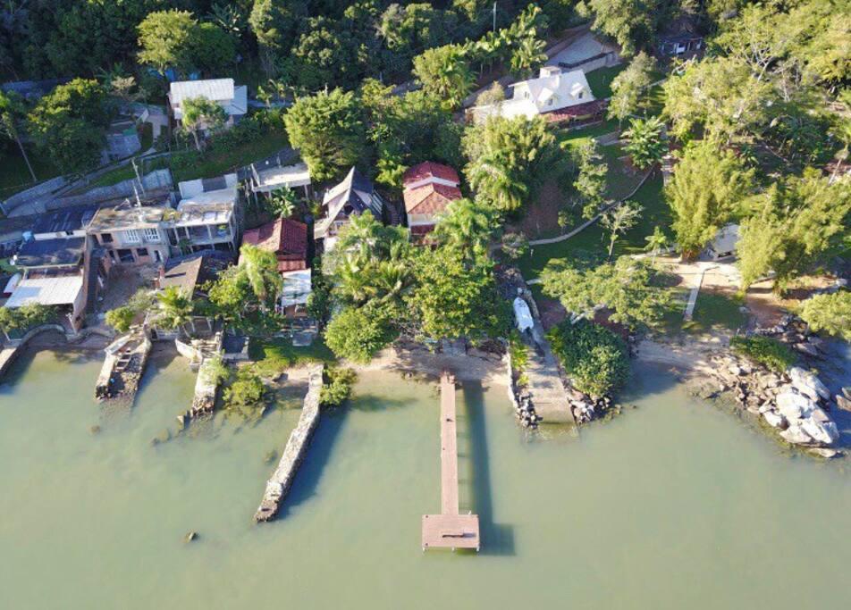 Vista aérea do trapiche e da Residência