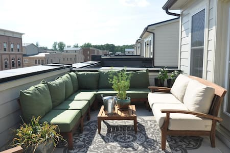 Sunny private loft walk to DC train - Gaithersburg - Townhouse