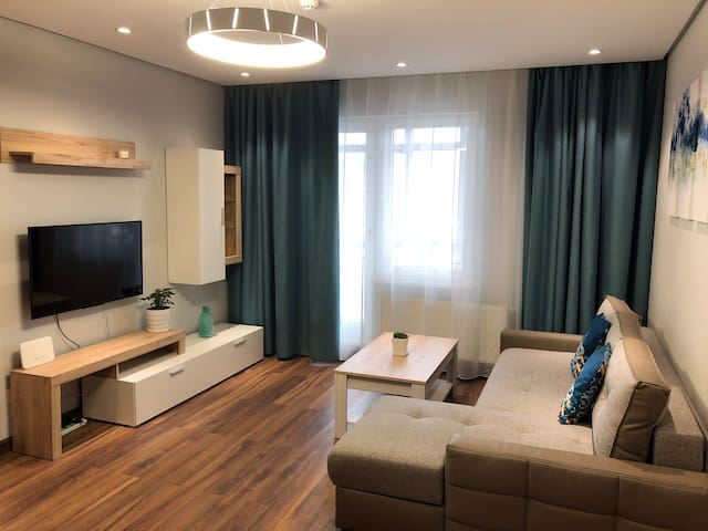 Spacious and clean living room to relax. Adjustable LED light with 3 brightness levels.