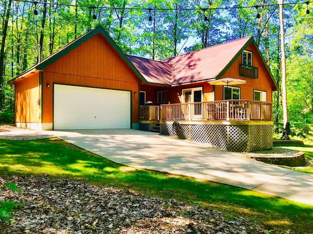 •Weekends ••$95•• Wooded Higgins Cottage Getaway!•