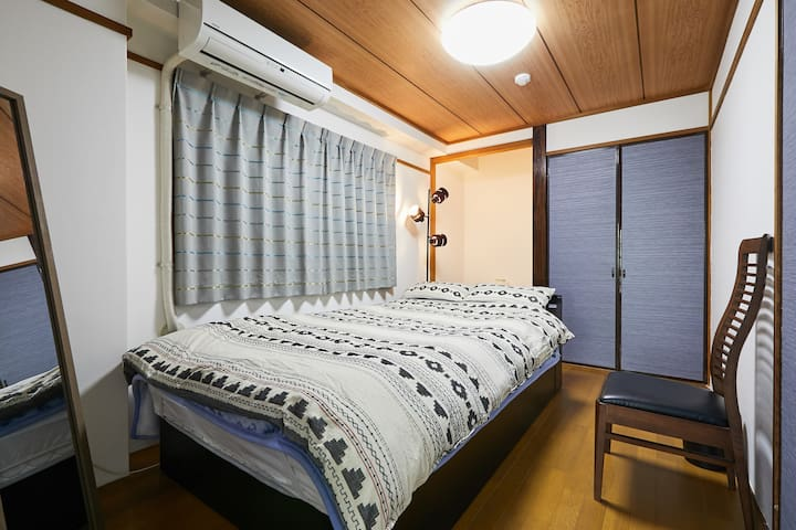 This is semi-double bed room. (120×195×22㎝)