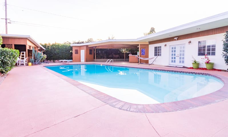 DOWNEY GUEST POOL HOUSE - with private entrance
