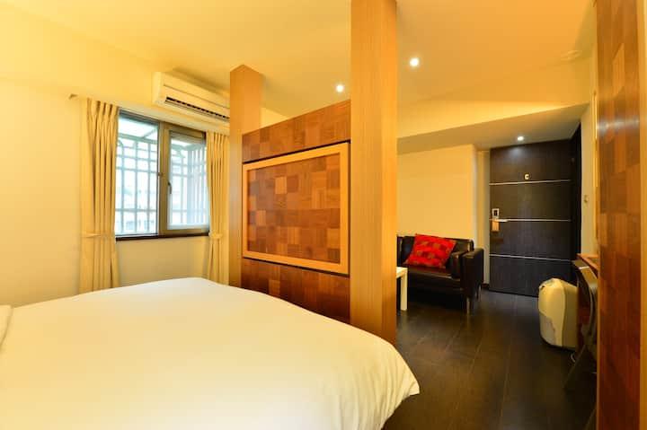 5C -【使用Ian邀請碼省$1569台幣】-  獨立衛浴在房內,後山埤站旁
