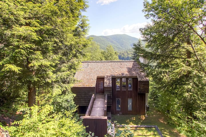 Cedar Rock Chalet - New Outdoor Hot Tub - 15 Min to Killington - Stockbridge - Huis
