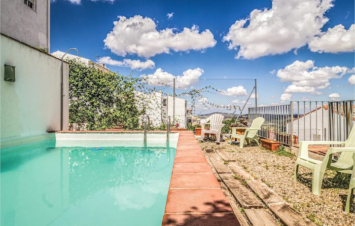 Terraced house with 6 bedrooms on 235m² in Luque