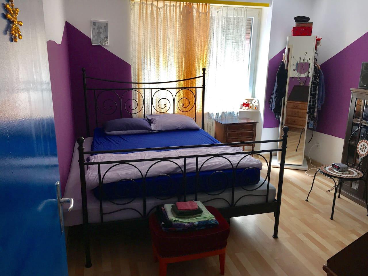 Schlafzimmer, Doppelbett.