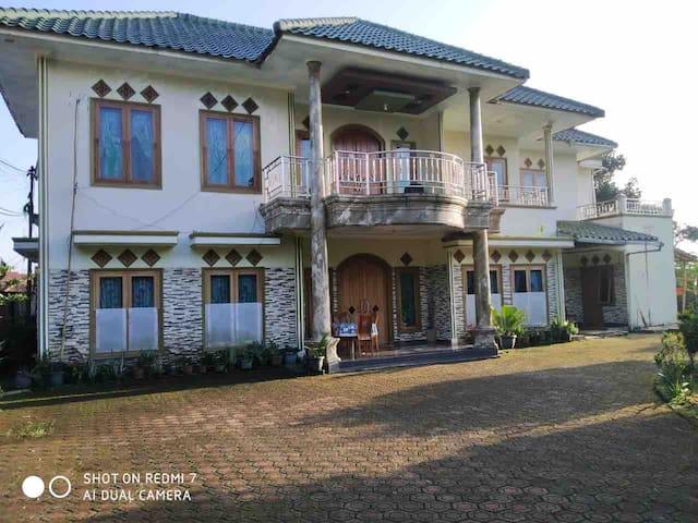 Villa Puncak Almira, Private Villa with kids pool