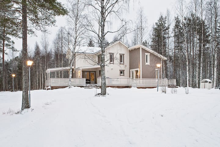 Beautiful villa next to lake and forest - Marraskoski - Villa