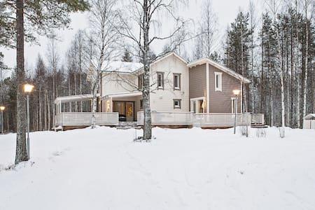 Beautiful villa next to lake and forest - Marraskoski - Villa