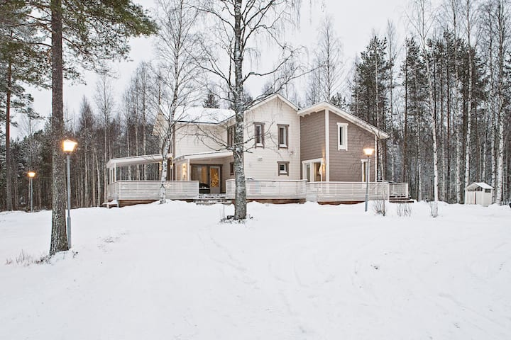 Beautiful villa next to lake and forest
