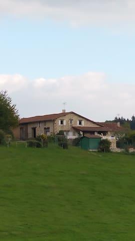 Maison de vacances 90 m² à Rouzède. - Rouzède - House