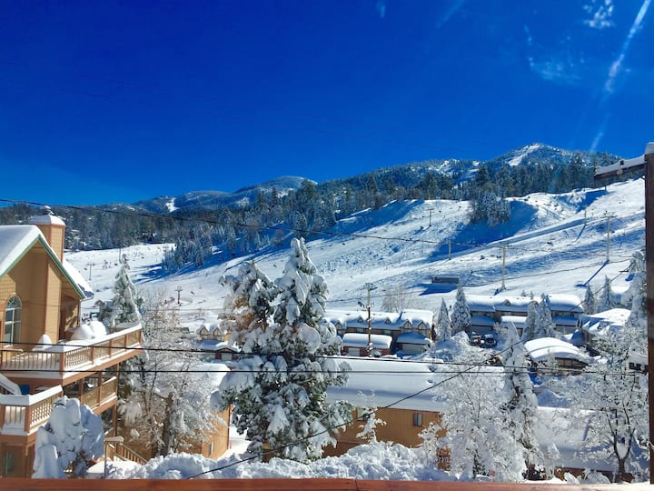 Cozy Hideaway - Amazing Ski Slope & Mountain Views