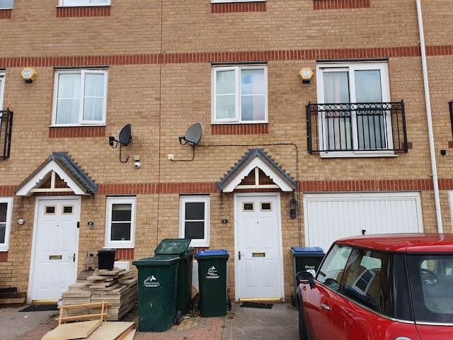 Double ensuite R2-9 cobb close free WiFi/Parking