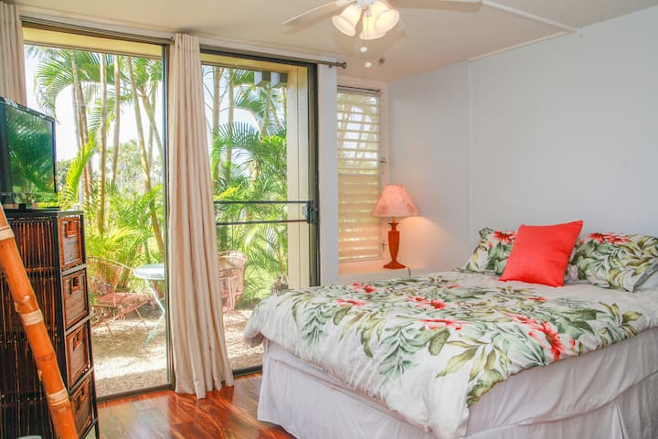 *Beautiful & Spacious Aloha Condo* 5 mins to beach