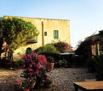 historical sicilian house into the nature,seaclose - Borgo Bonsignore - Villa