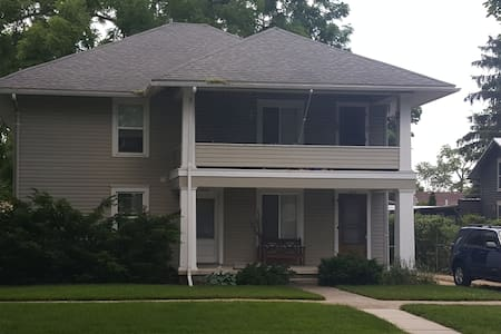 Lower Apartment - Historic Maumee - Walkable