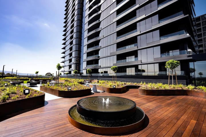 Moody Moon Apartment @ Sky Garden - Glen Waverley