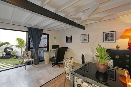 ZEN Beach Retreat - Executive Villa - Beachfront - Bargara - Villa