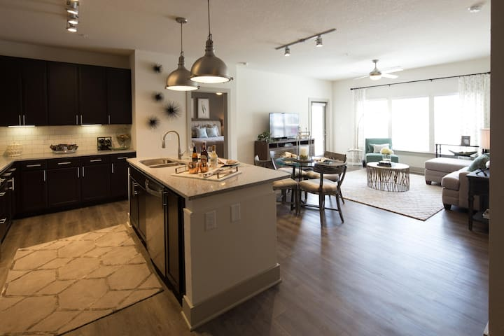 Homey place just for you | 2BR in Greenville
