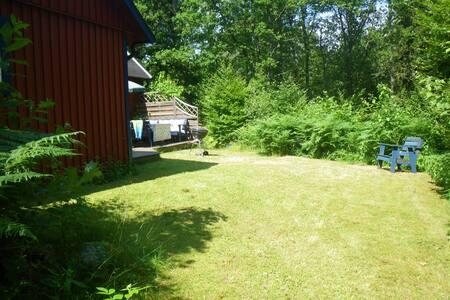 Tyst i skogen med närhet till sjö - Kristianstad N
