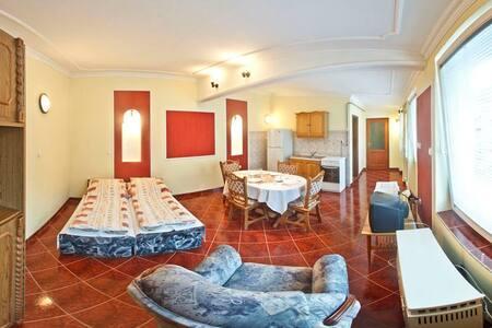 Eged Vendégház - Kert Apartman (2 szoba 4 fő) - Eger