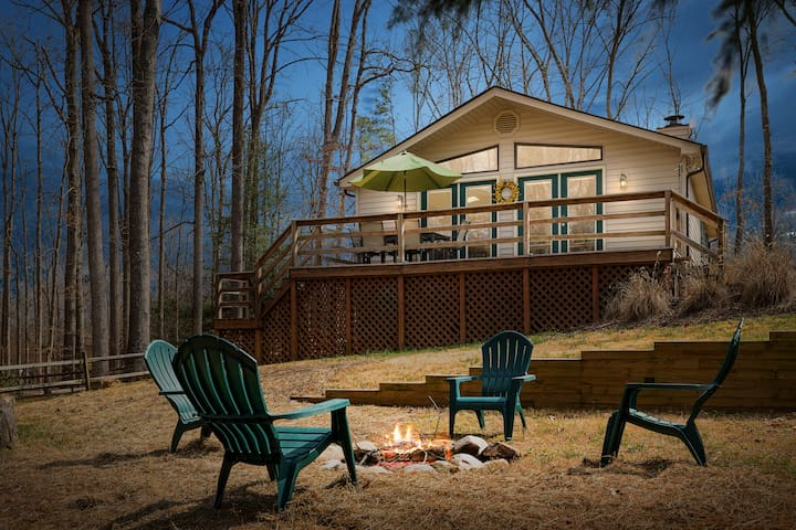 Cozy Lake Anna Hideaway with Water Access