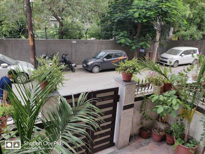 Homely accomodation, 2 room set economic price