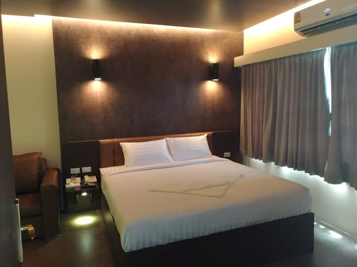 24hrs Whole new hotel  20 mins to airport 一