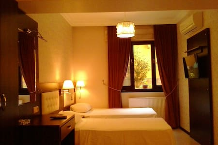 *** Room for Two Friends *** Bed and Breakfast - 布爾薩 - 家庭式旅館