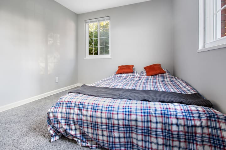 2nd Bedroom in Apartment Near University