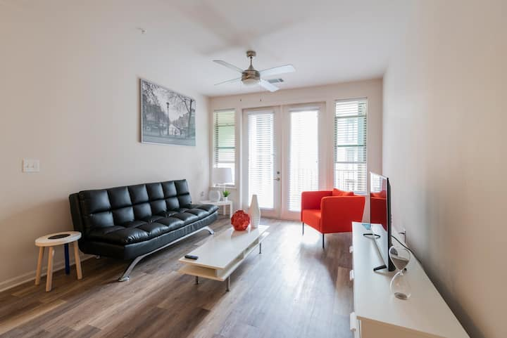 Luxury Uptown 1 Bed Room close to stadium!