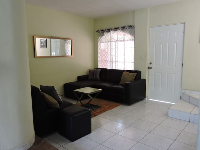 lovely and comfortable home - San Salvador - Casa