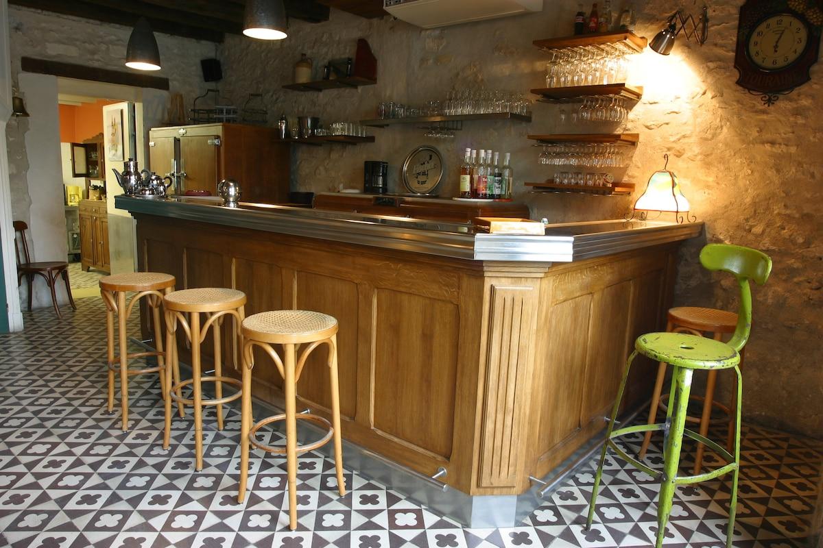 Comptoir Bar Design Maison. Une Maison Multiples Niveaux. Comptoir
