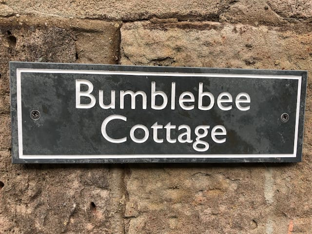 Bumblebee Cottage, Hay on Wye. Garden and Parking