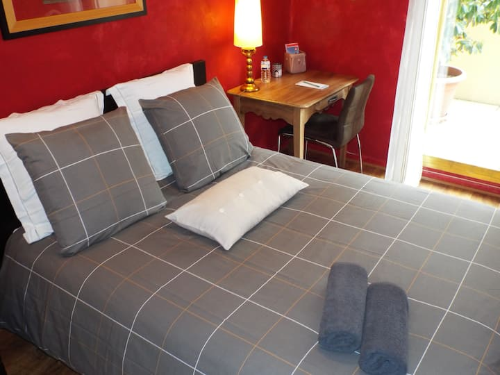 Cosy room*** on the Rhone river