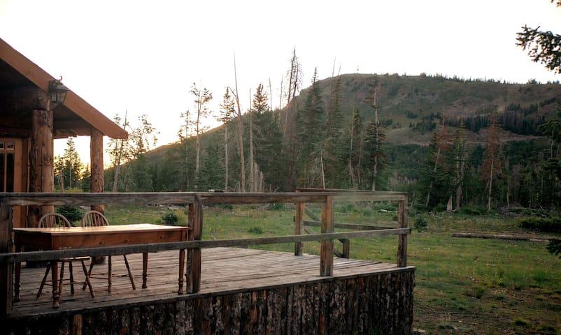 Monroe Peak Retreat ~ Comfortable Mountain Cabin