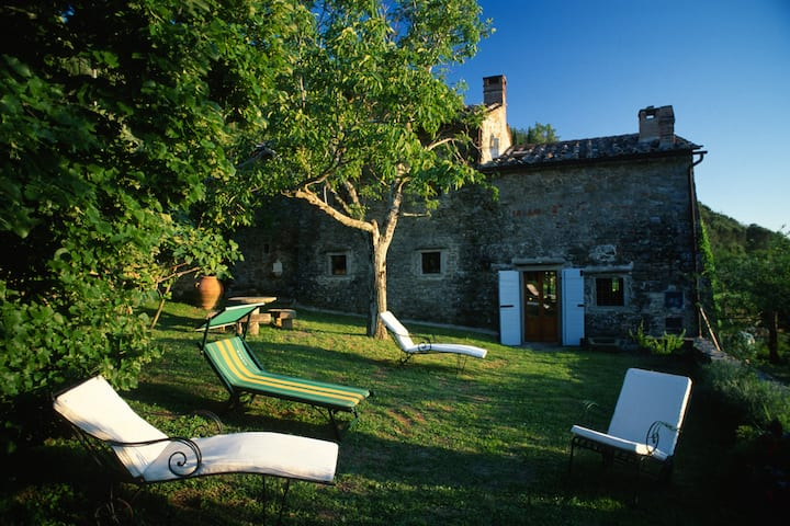 Country charm walking distance from Cortona centre