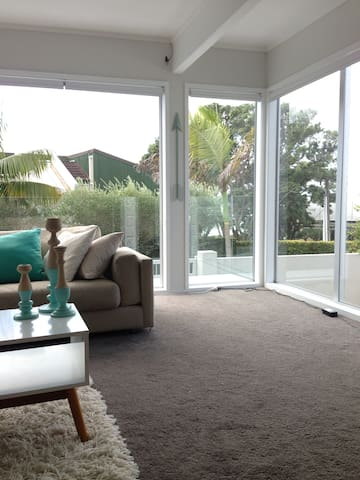 Private room by the beach. - Auckland - Casa a schiera