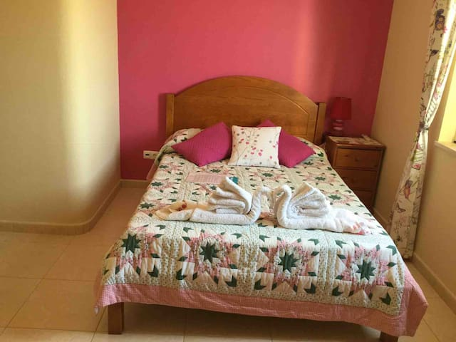 En-suite double-room, breakfast, house seaviews