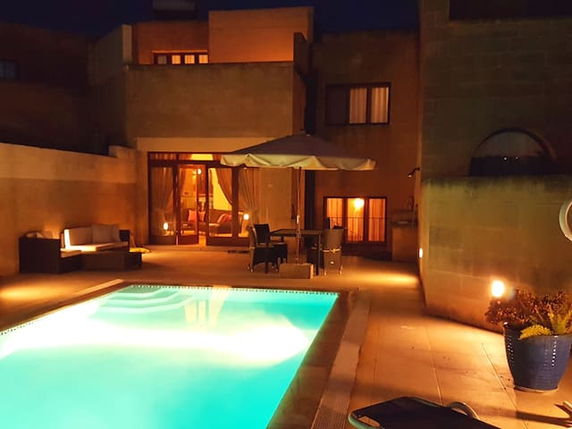 R911 HOLIDAY HOUSE IN GOZO WITH POOL