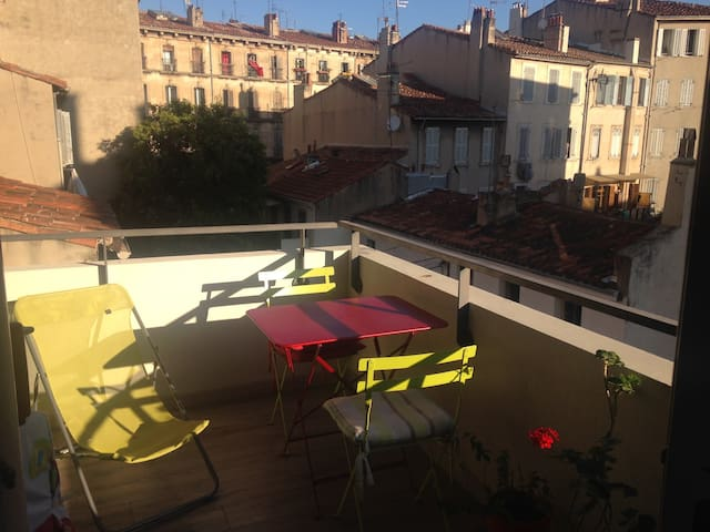 T2 Terrasse Marseille Centre 63m2 Apartments For Rent In