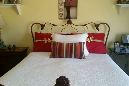 Private room/bath great location - Antioch - Talo