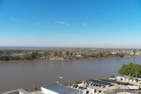 Dpto de Lujo en Puerto Amarras con vista al Río