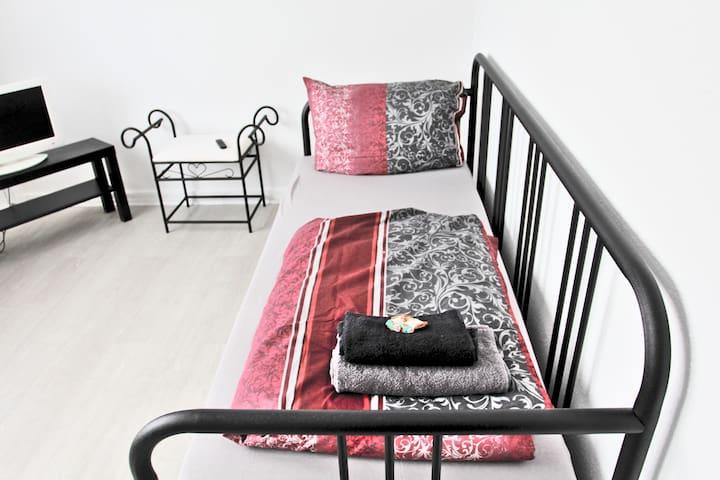 Einzelzimmer 11m² in Hanau - Pixie Home Zimmer 3 -