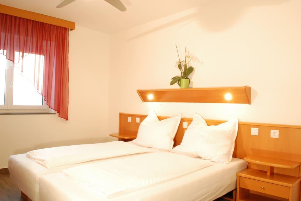 Zimmer mit Doppel- oder Einzelbetten