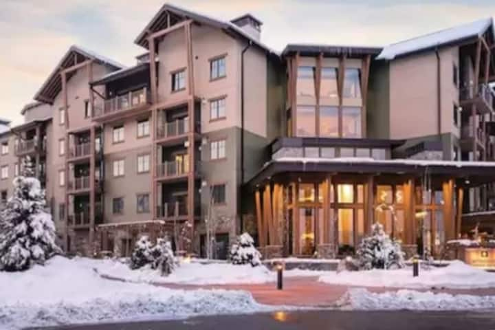 "Park City Resort 2BR/2BA Sleeps 8 ""SKI IN SKI OUT"""