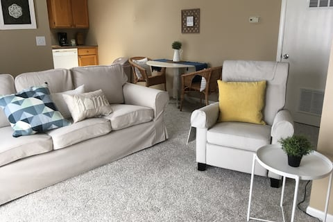 Light bright condo near K.U.-longer stays welcome!